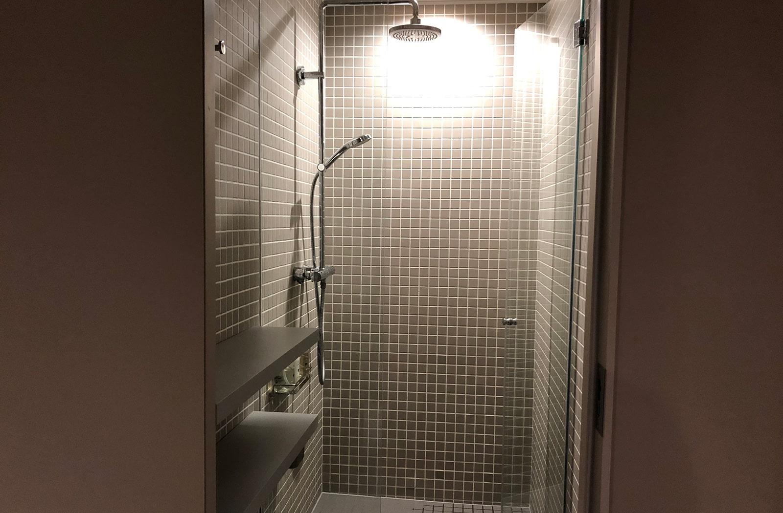 ナインアワーズなんば駅 シャワールーム