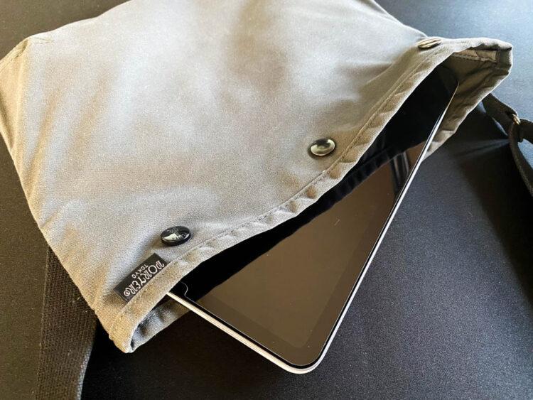 iPad Air 4とサコッシュ